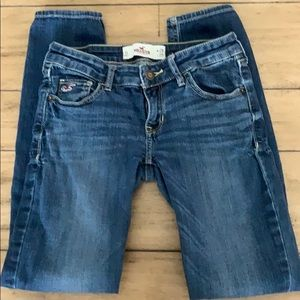 Hollister skinnies.  Excellent used condition!